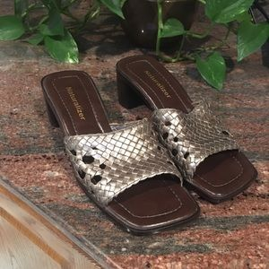 Lovely pewter Naturalizer sandals!!  Size 6